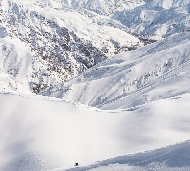 Freeride in Darbensar with Arnaud Cottet; Photo by Ruedi Flück