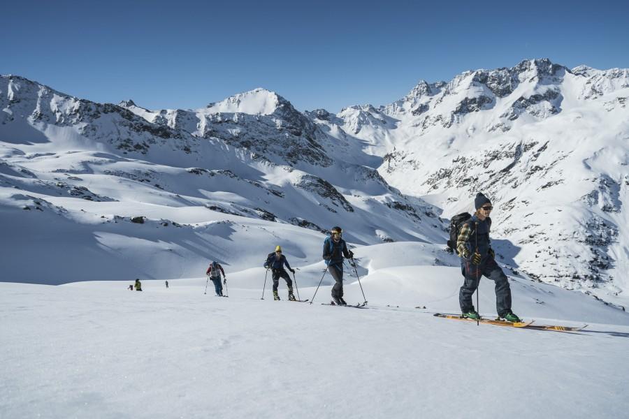 The Freeride Experience Arlberg - Aufstieg mit der Gruppe am Hinteren Rendl