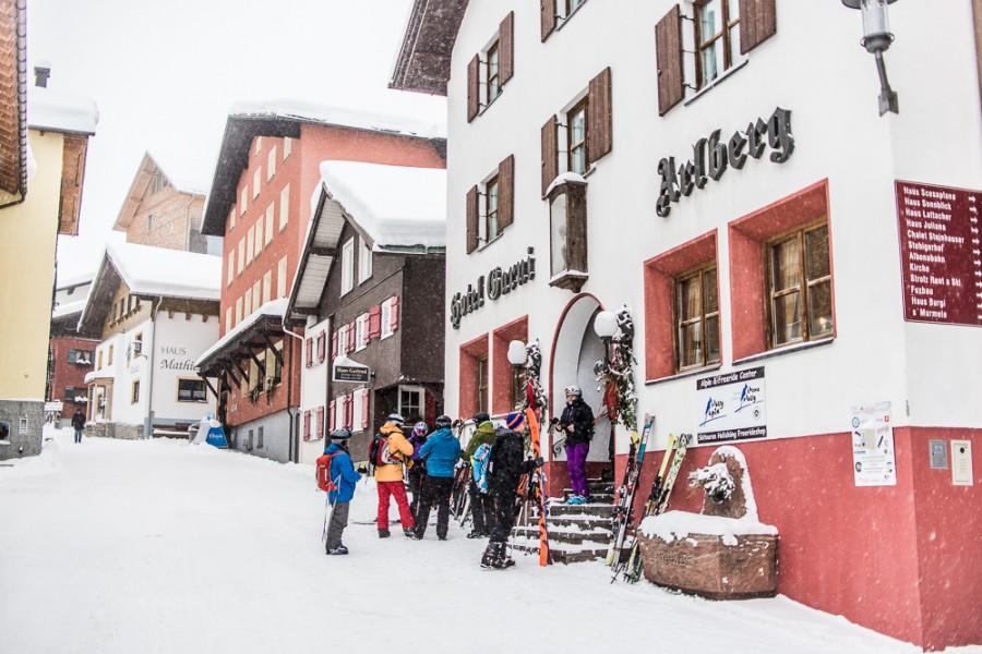 Freeride Treffpunkt Hotel garni Arlberg in Stuben. Hier ist auch das Freeride Center Stuben mit Skiverleih.